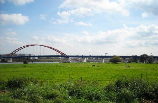 Die Brücke der Solidarität verbindet Rheinhausen mit Duisburg-Hochfeld.
